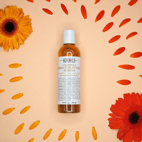 Cải thiện màu da, giúp da sáng lên và làm dịu da khi đi nắng