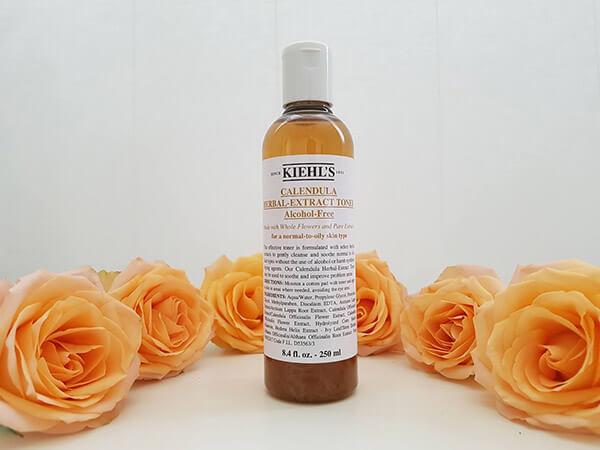 Toner hoa cúc Kiehl's với thành phần tự nhiên và lành tính đem lại cảm giác an toàn mỗi lần sử dụng