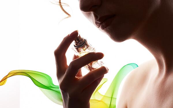 Giúp cải thiện trải nghiệm người dùng với mùi hương dễ chịu, tạo cảm giác thoải mái khi sử dụng