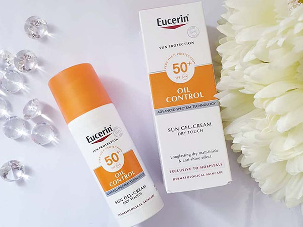 Sản phẩm Eucerin Sun Gel - Creme Oil Control Dry Touch dành cho da dầu mụn