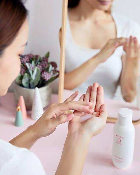 Senka White Beauty Lotion vừa có khả năng cấp ẩm và làm trắng da hiệu quả