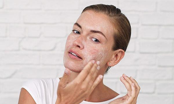 Cải thiện làn da trở nên mịn màng nhờ phương pháp tẩy da chết hóa học