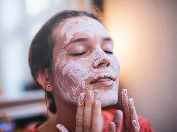 Lần đầu apply Calamine lotion lên da sẽ cảm nhận thấy được sự mát mát dễ chịu