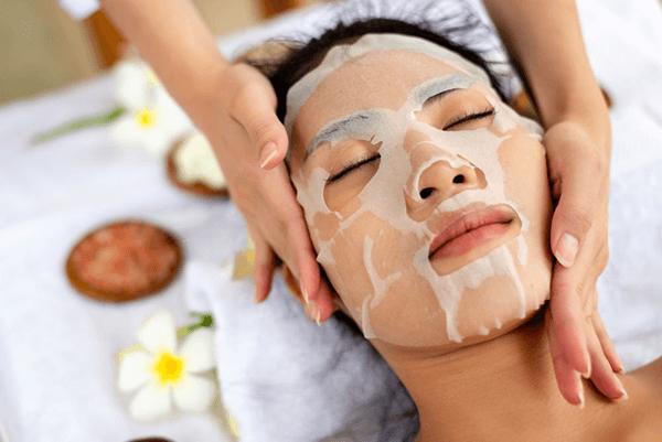 Dưỡng chất có trong mặt nạ sẽ hấp thụ vào da, nuôi dưỡng da tốt hơn