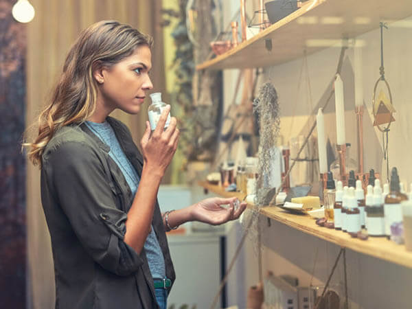Tại sao Fragrance lại quan trọng trong mỹ phẩm