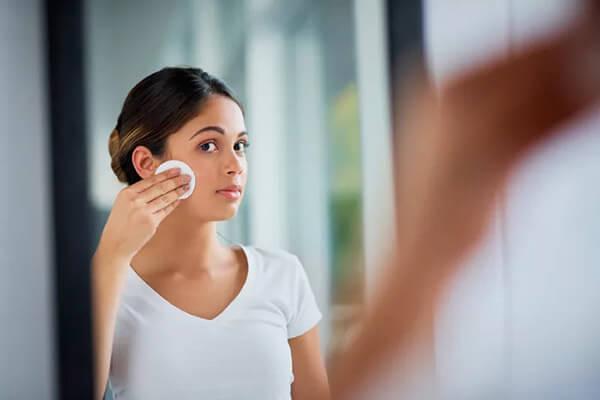 Làm sạch sâu các lỗ chân lông giúp quá trình dưỡng da được diễn ra tốt nhất