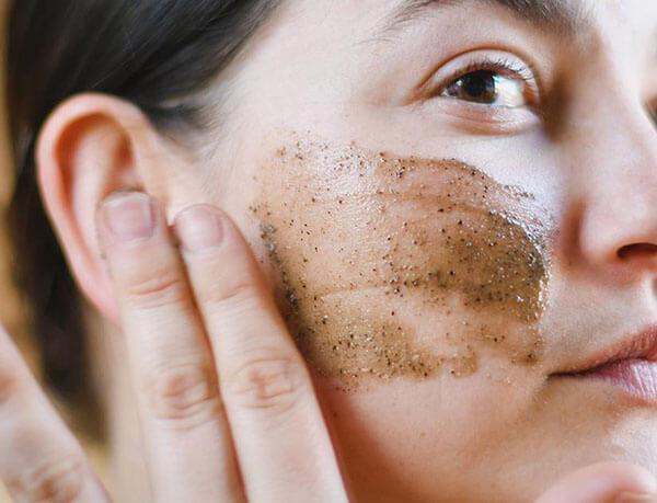 Tẩy tế bào chết vật lý là phương pháp làm sạch da dễ nhất mà nhiều chị em lựa chọn