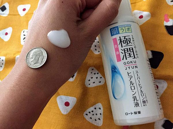 Cải thiện làn da trở nên mịn màng với nước cấp ẩm Hada Labo