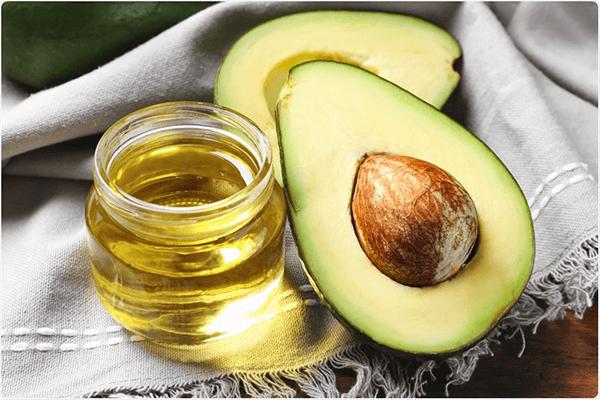 Cải thiện làn da hỗn hợp với mặt nạ dưỡng ẩm bơ và dầu dừa