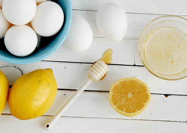 Cải thiện làn da khô ráp với trứng và dầu ăn