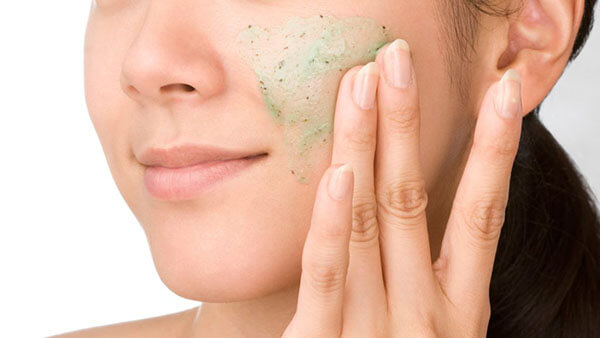 Phương pháp tẩy da vật lý có thể gây kích ứng nếu cơ địa làn da của bạn không phù hợp