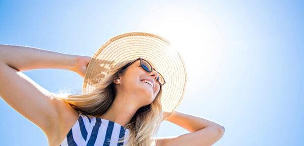 """Kem chống nắng được xem như là """"áo giáp"""" bảo vệ làn da dầu của bạn trước trời nắng"""