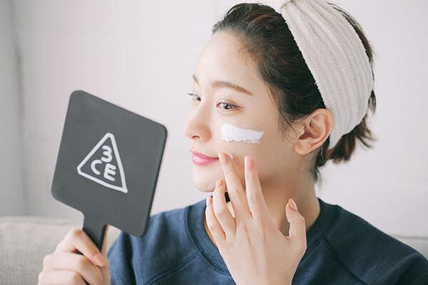 Sử dụng các dòng mỹ phẩm tự nhiên, lành tính và an toàn cho da
