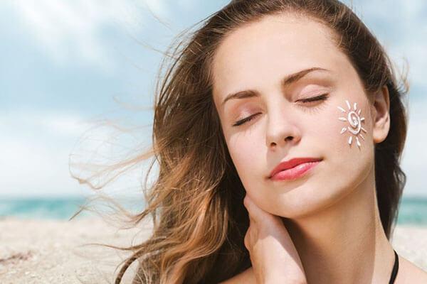 Kem chống nắng là lớp bảo vệ giúp ngăn chặn mối nguy hại cho da, đặc biệt là ung thư da