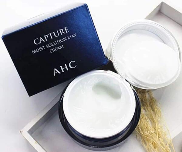 Đây là dòng sản phẩm nằm trong top kem dưỡng ẩm cho da nhạy cảm có khả năng làm sạch sâu