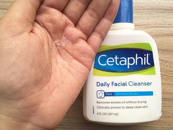 Kết cấu sữa rửa mặt không gây bết dính phù hợp với mọi loại da