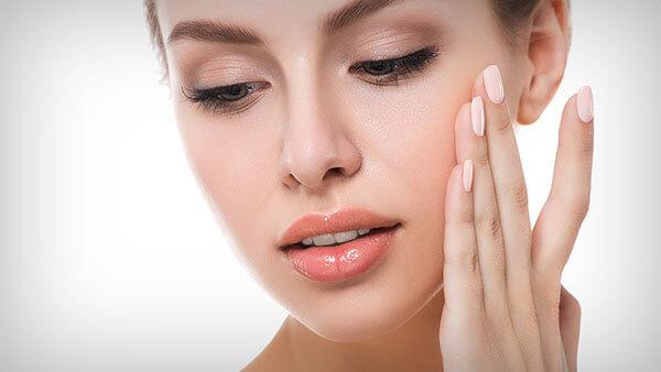 Sữa rửa mặt dạng gel với khả năng cấp ẩm cực tốt cho làn da khô khó chiều