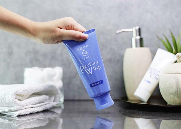 Sữa rửa mặt Shiseido Senka Perfect Whip tốt cho da hỗn hợp