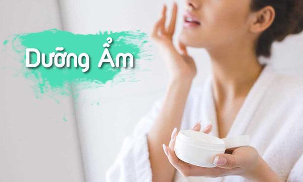 Dưỡng ẩm là bước không thể thiếu trong quá trình chăm sóc da nhờn