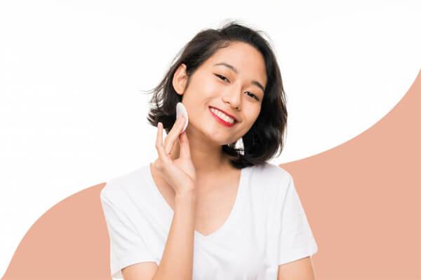 Tẩy trang là bước làm sạch quan trọng nhất trong quy trình chăm sóc da khô hiệu quả