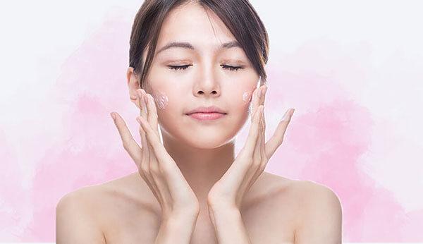 Sử dụng kem dưỡng ẩm cho da khô để khóa ẩm cho quá trình chăm sóc