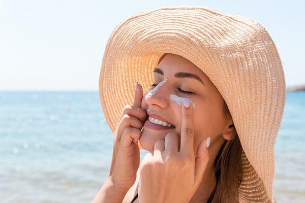 Tùy vào da hỗn hợp thiên dầu hay thiên khô để lựa chọn sản phẩm phù hợp