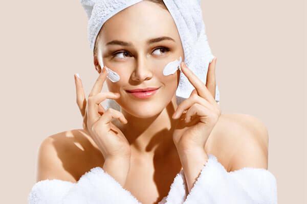 Kem dưỡng ẩm được ví như vị cứu tinh của làn da khô