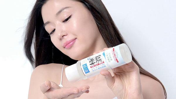Lotion và toner là thành phần giúp bảo vệ lớp biểu bì của da, ngăn chặn tình trạng mất nước