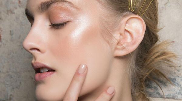 Da dầu là một trong những loại da cần lựa chọn kem dưỡng ẩm cẩn thận nhất