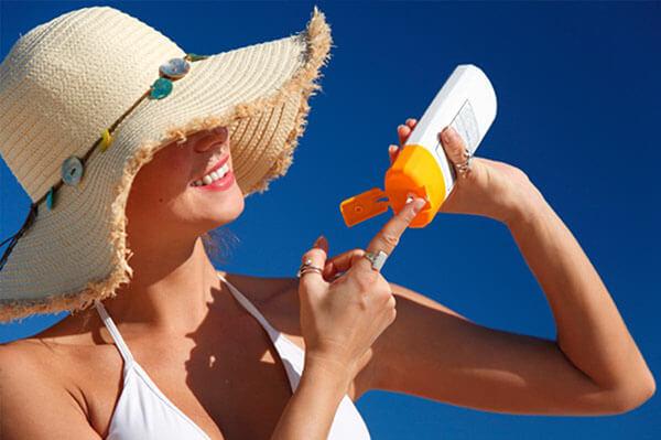 Review top kem chống nắng dành cho da khô nhạy cảm hiệu quả